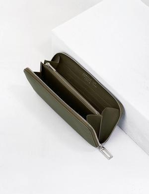 31.01-portefeuille-zippe-taurillon-kaki-ouvert.jpg